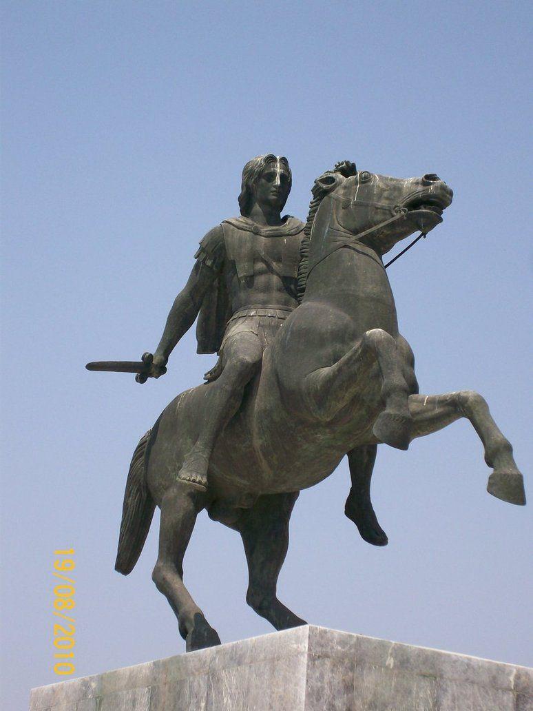Estatua ecuestre que representa a Alejandro montando a Bucefalo