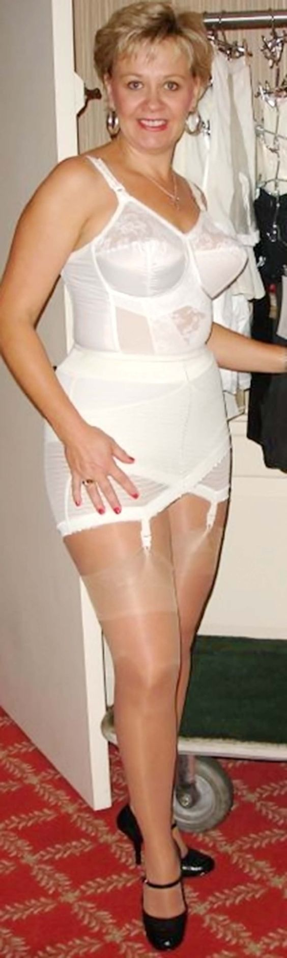 4be5ae9bce9dd Girdle like your Mum used to wear.... and still a gorgeous set ...