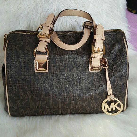 3d40db8de47f Sexy Culonass ®🍑👯 on   MK Handbags   Michael kors bag, Michael ...