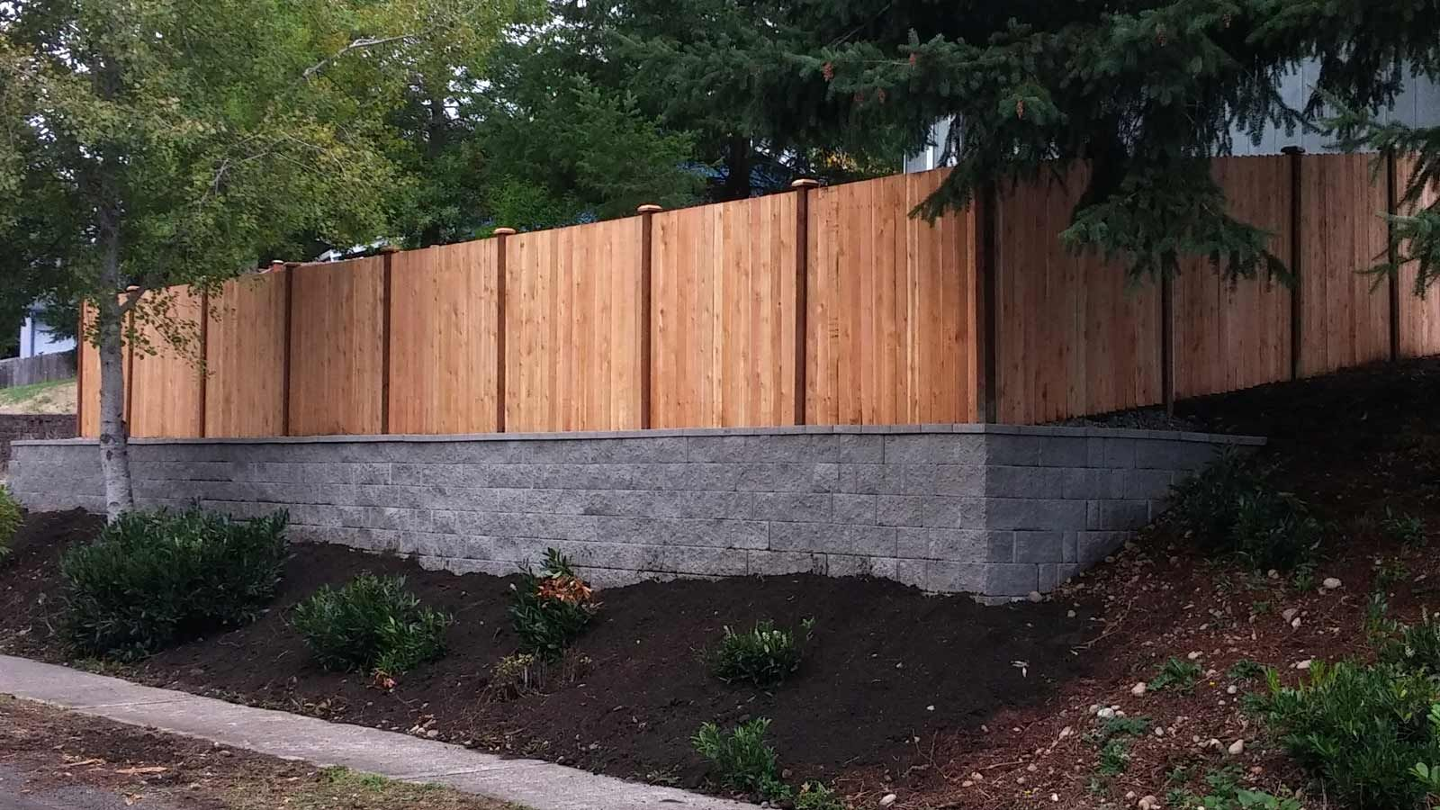 Dramatic Facelift With New Fence And Retaining Wall Fence Design Landscaping Along Fence Backyard Landscaping
