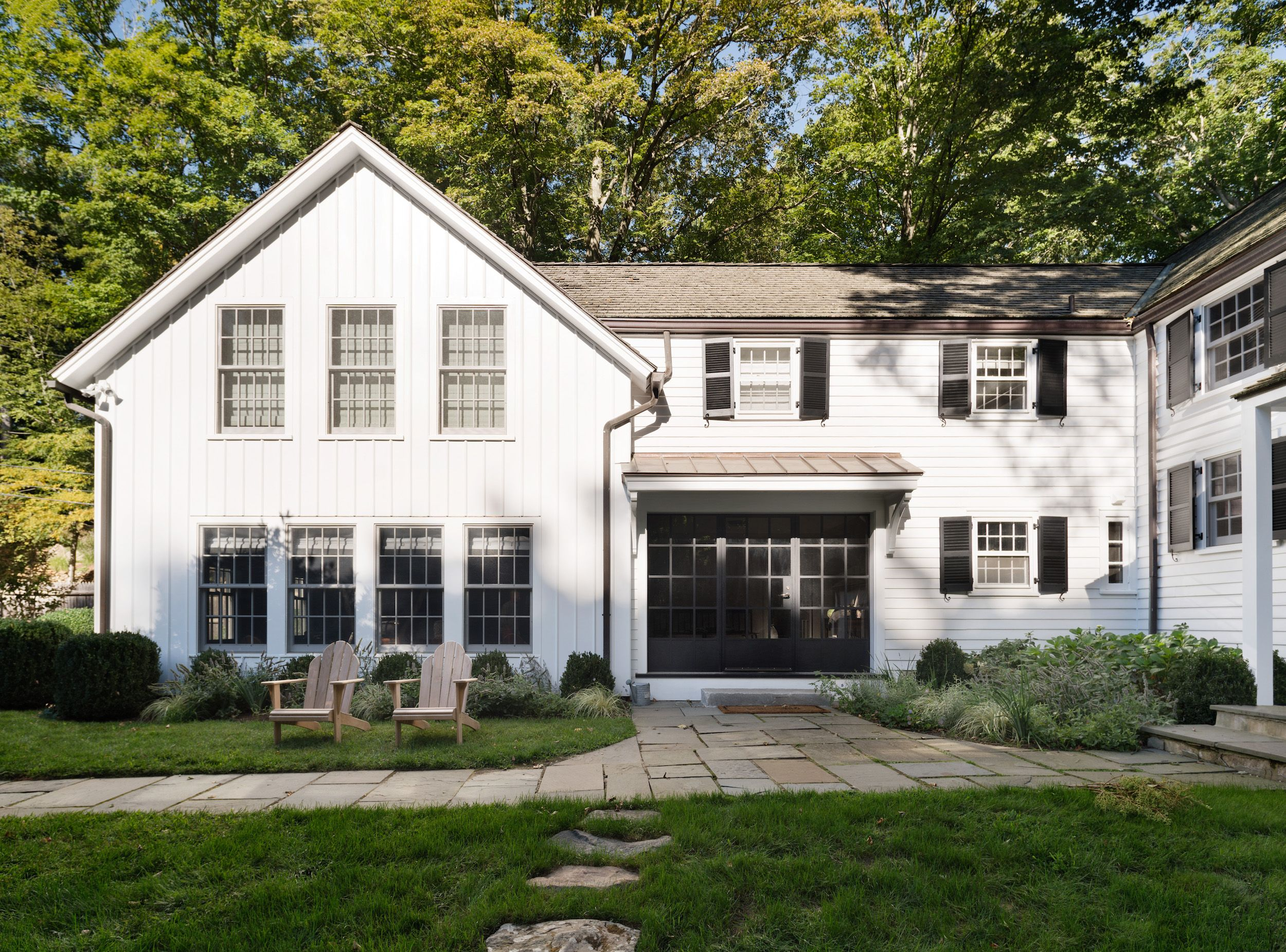 Modern Farmhouse Exteriors architect visit: a renovated farmhouse in bedford with