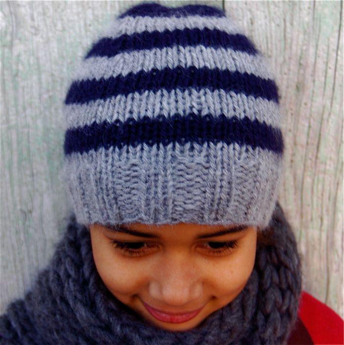 a13c3feed4f3 profiter un peu de temps pour tricoter des choses très simples... Bonnet à  rayures, 100% baby alpaga de Cascade Yarns. Châle en .