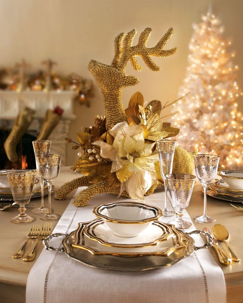 elegant luxurious christmas dinner table decoration ideas with glittering reindeer shaped golden ornament