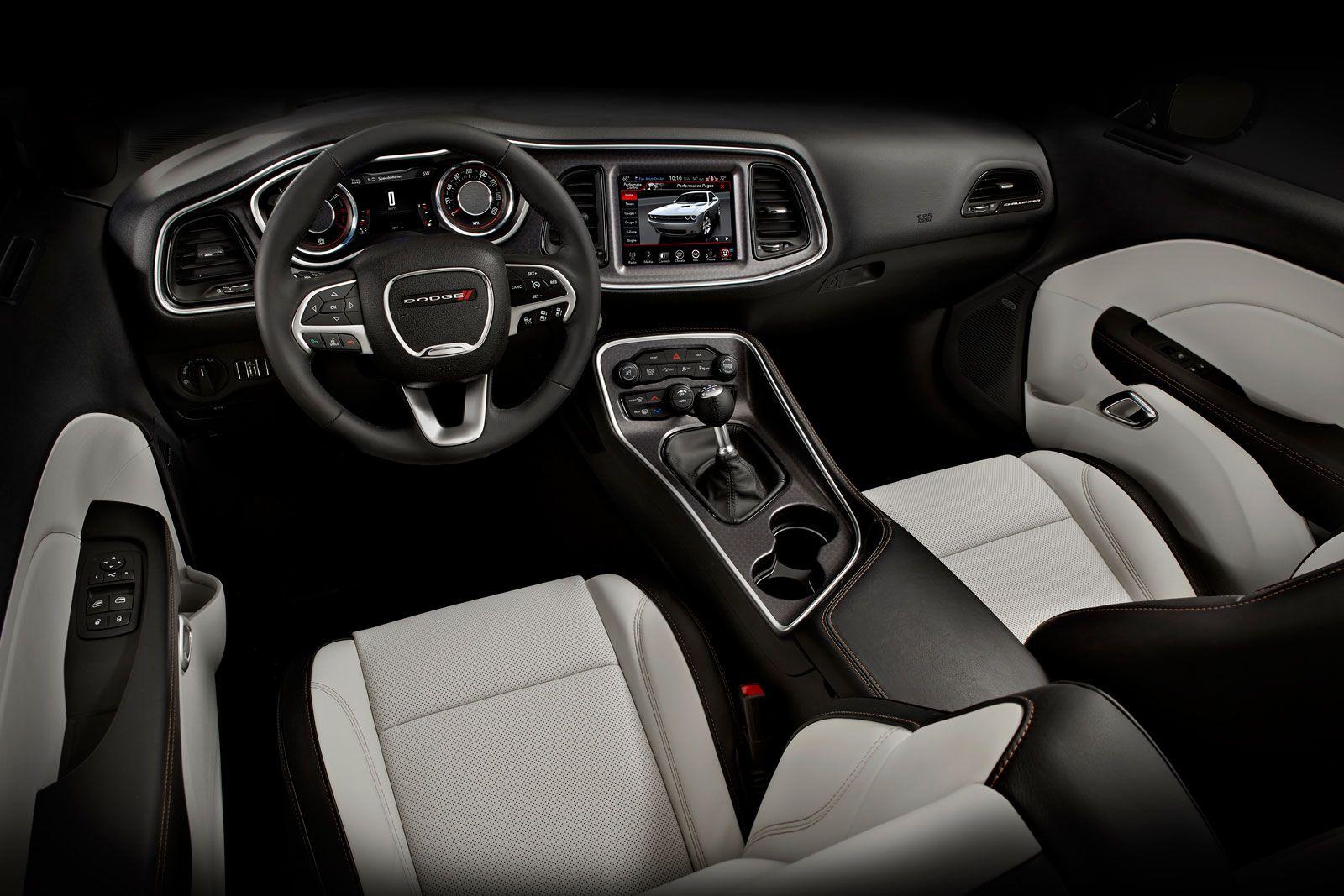 2015 Dodge Challenger Interior 01 1600—1067