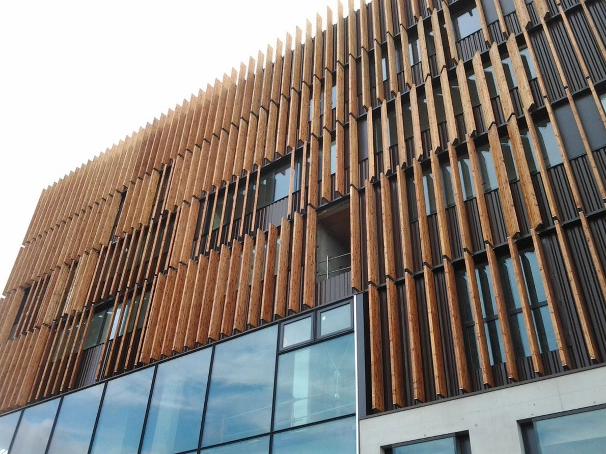 Brise Soleil Orientable 99668 4732815 Jpg 1190 892 Wood Facade Brick Architecture Building Facade