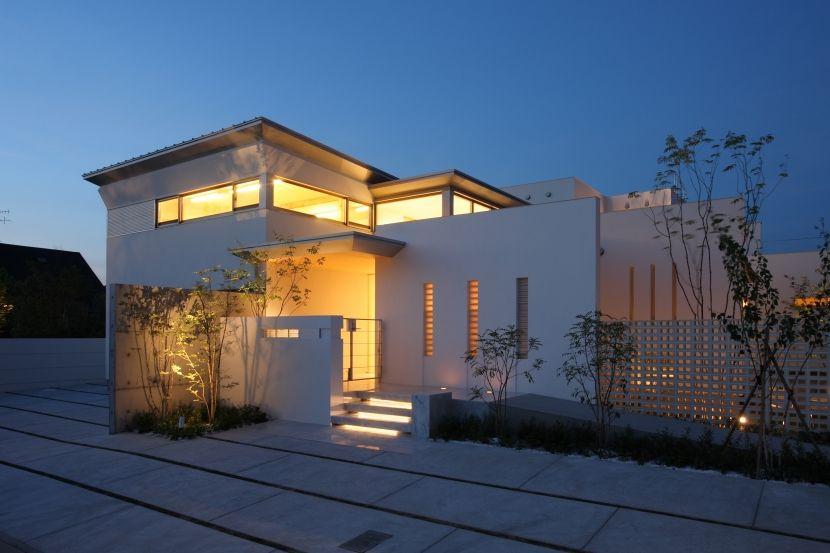 専門家 Mitsutoshi Okamotoが手掛けた 夜景 See Sea House 海が