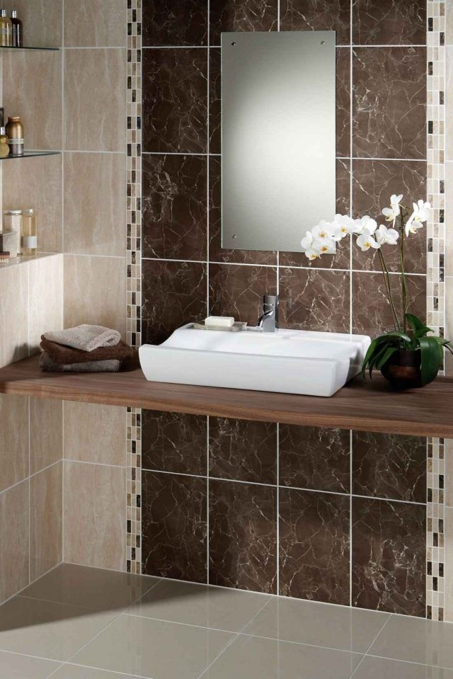 idées carrelage salle de bains de couleur marron et beige ...