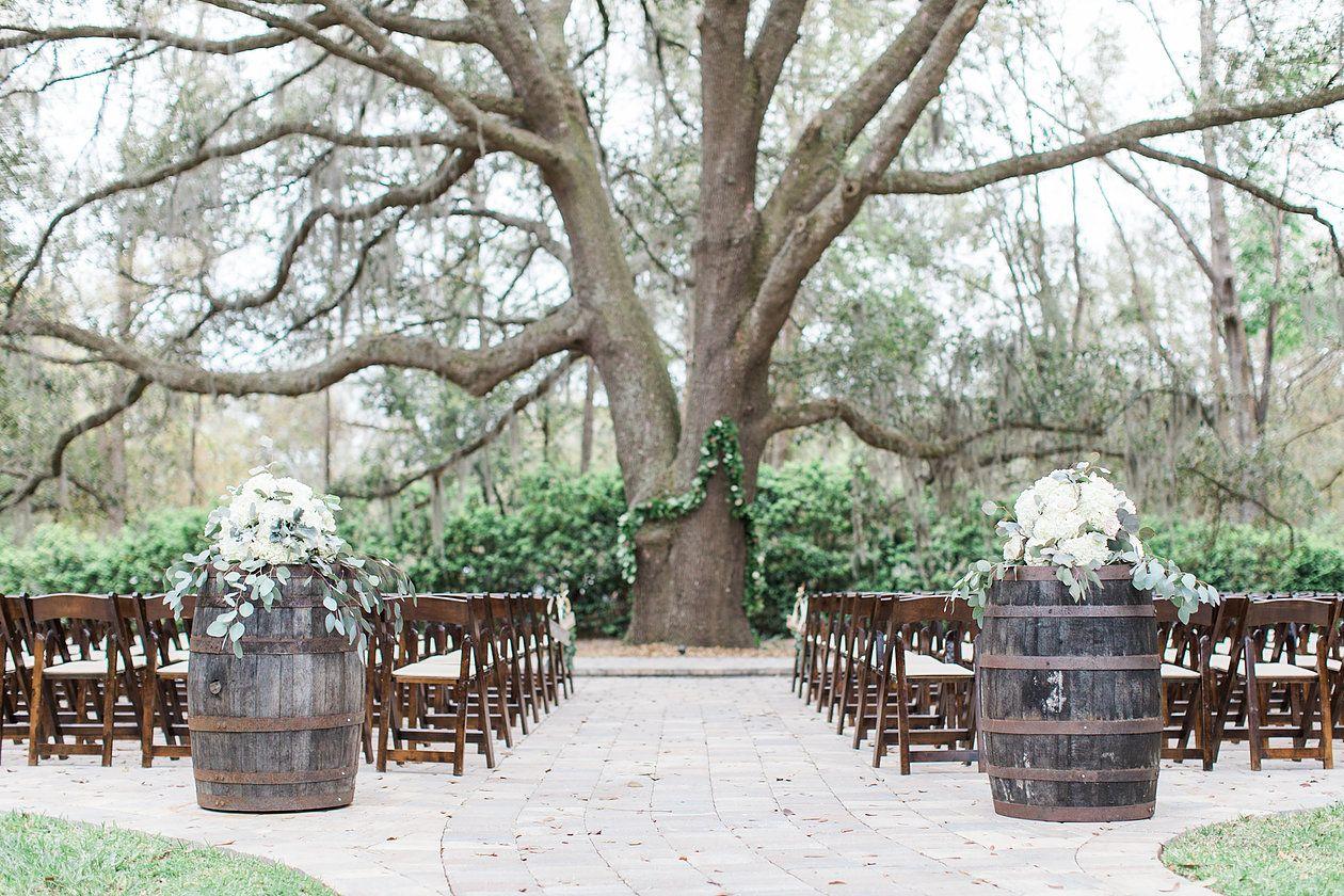 Single Post Wedding, Ceremony decorations, Oaks