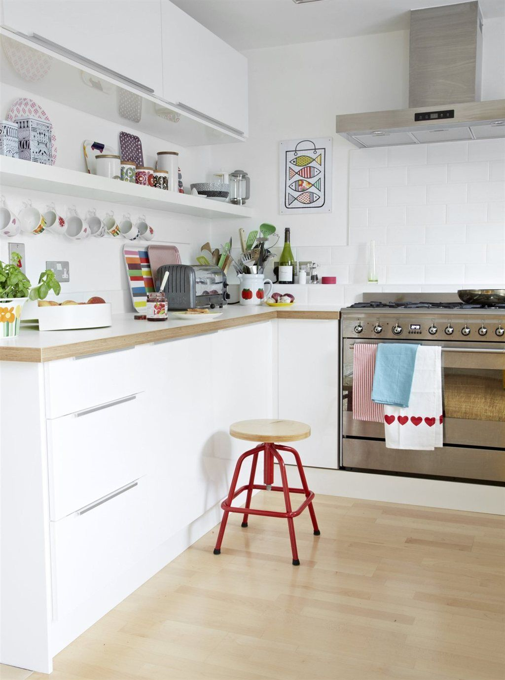 Akurum abstrakt high gloss white wall cabinets see ikea for White high gloss kitchen wall units