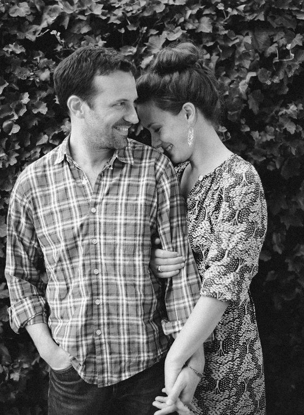 Five Unique Engagement Photo Poses #grandkidsphotography
