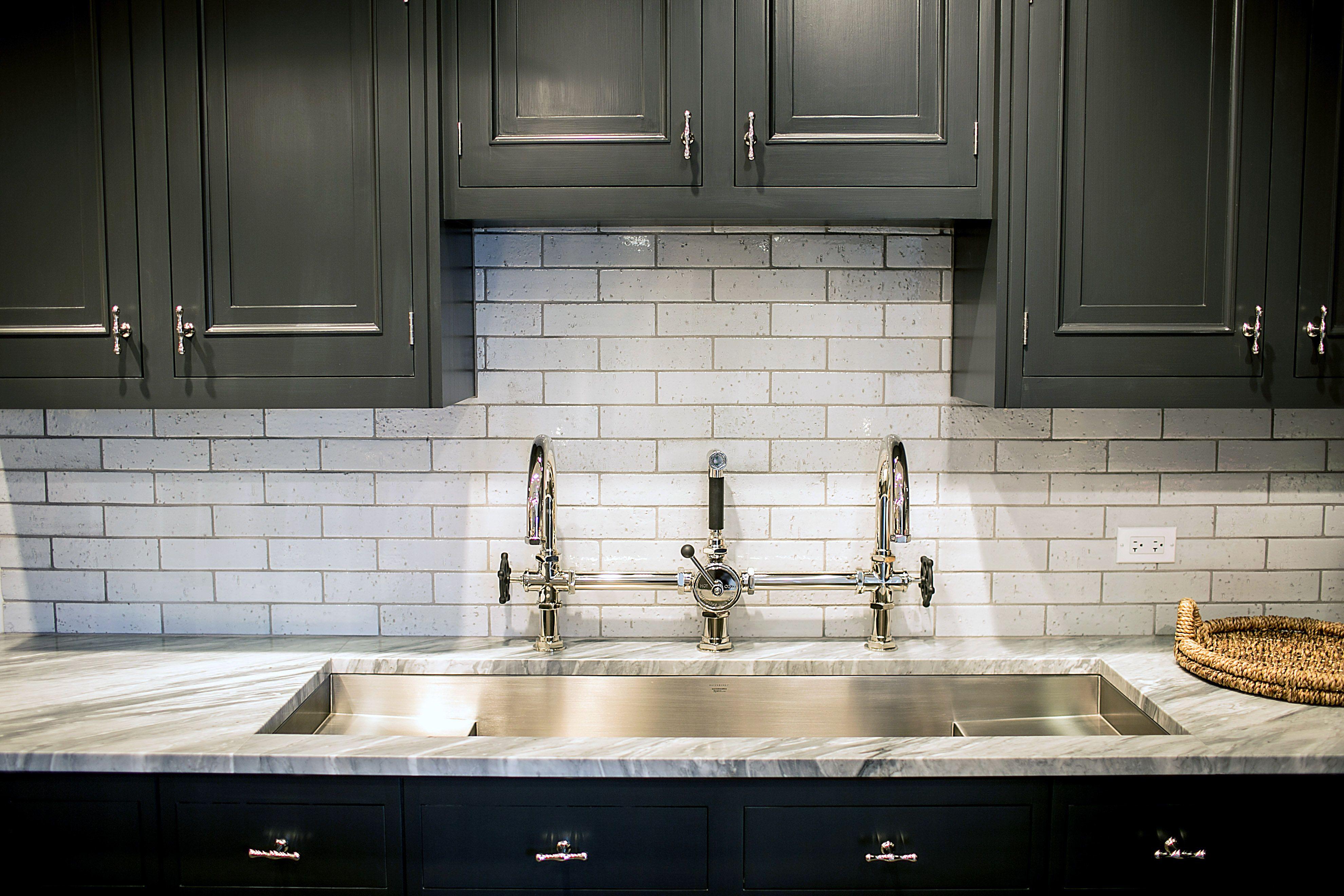 Waterworks Kitchen In Chicago Showroom Classic Kitchen Cabinets Kitchen Design Trends Black Kitchen Cabinets