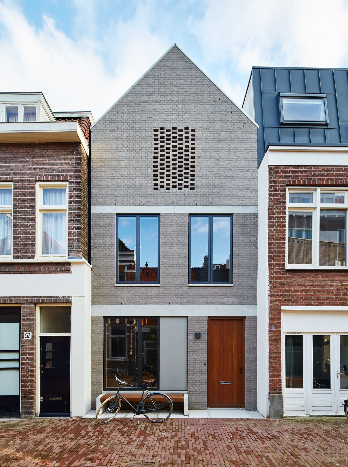 Charming By Setting An Amsterdam House A Few Feet Back From The Street, 31/44