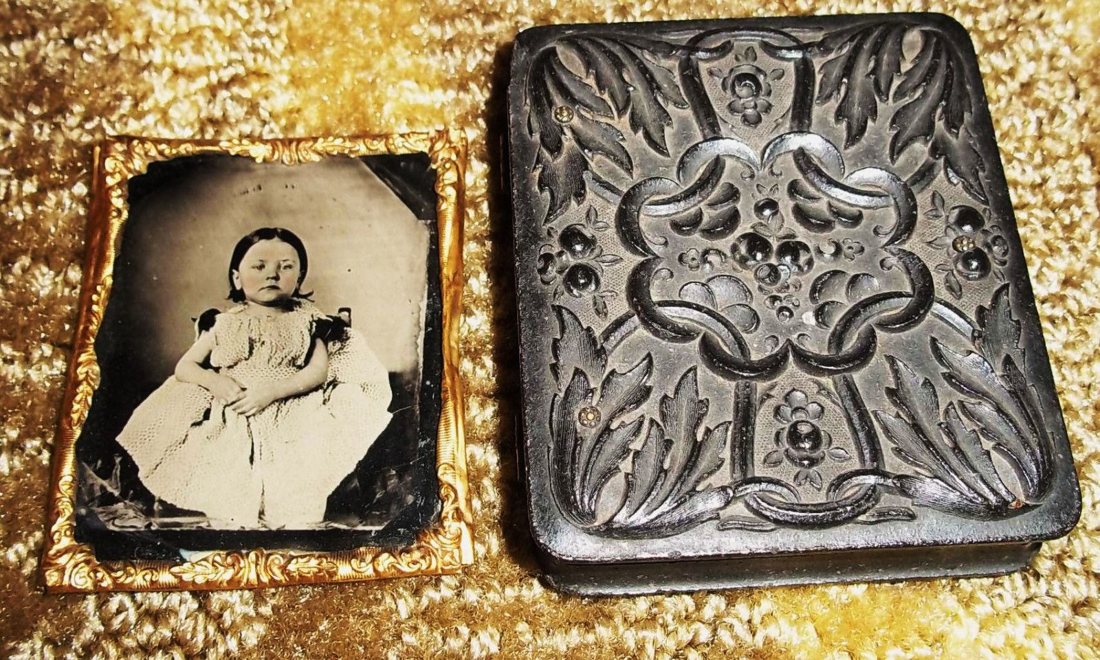 Antique Tintype Photographs of Man Woman in Daguerreotype Case with Child | eBay