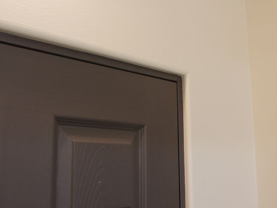Trimless Door Actually Like This Look Do At Least In Master Bath To Save Space 350 Bull Kerfed Amp Archway Trim Tex Door Molding Living Room Paint