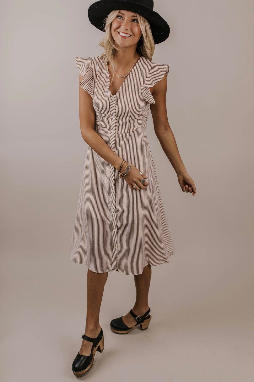 571132621e9f8 Stripe Midi Dress Outfit Ideas