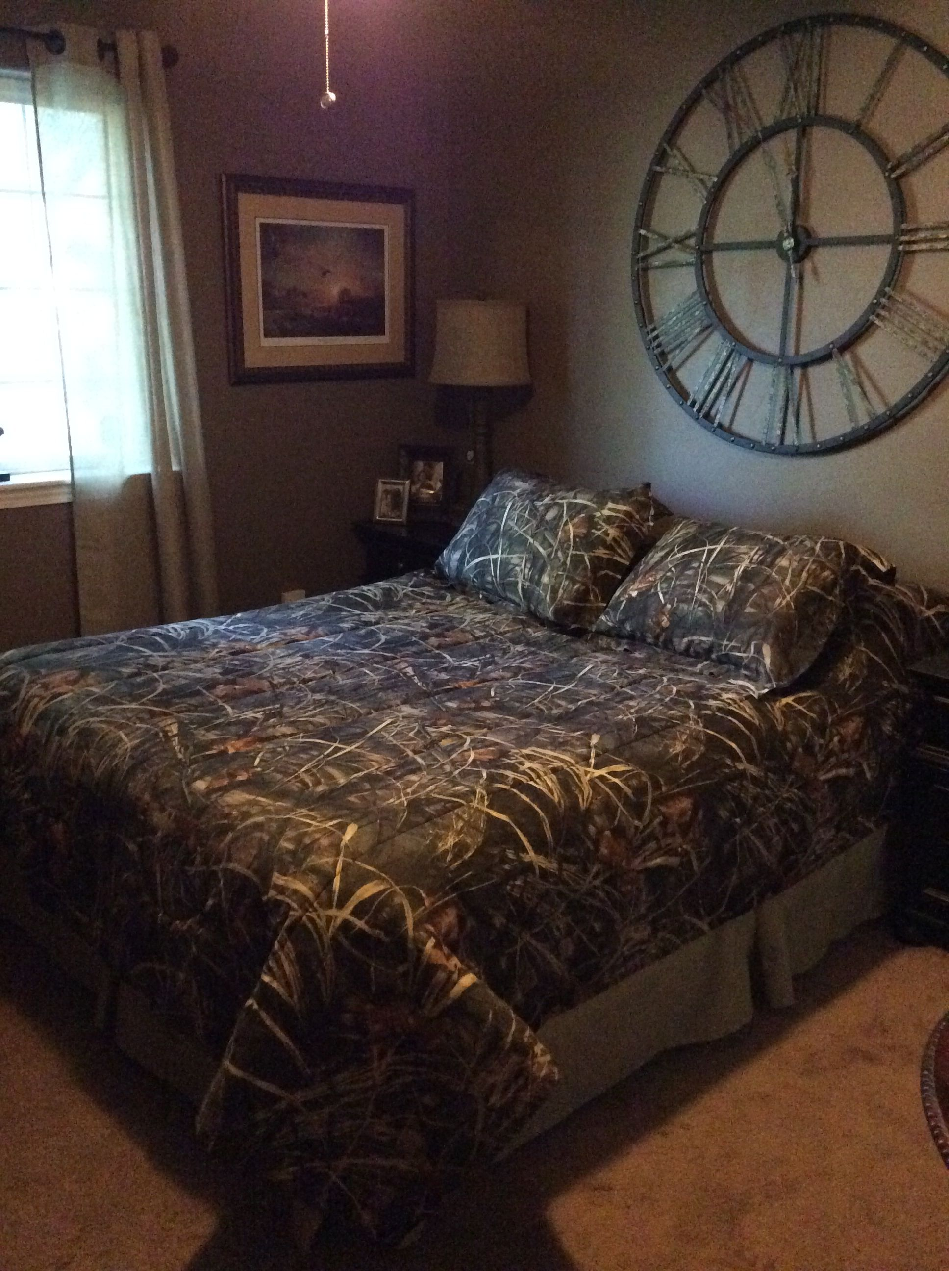 Most Beautifull Deco Paint Complete Bed Set: Camo Decorated Bedroom On An Adult Level... Clock