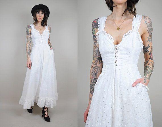 Vtg GUNNE SAX Saks Fifth Avenue Eyelet Summer WEDDING Dress Corset Tie Bridal Cotton Ruffle White Hippie Maxi Gown