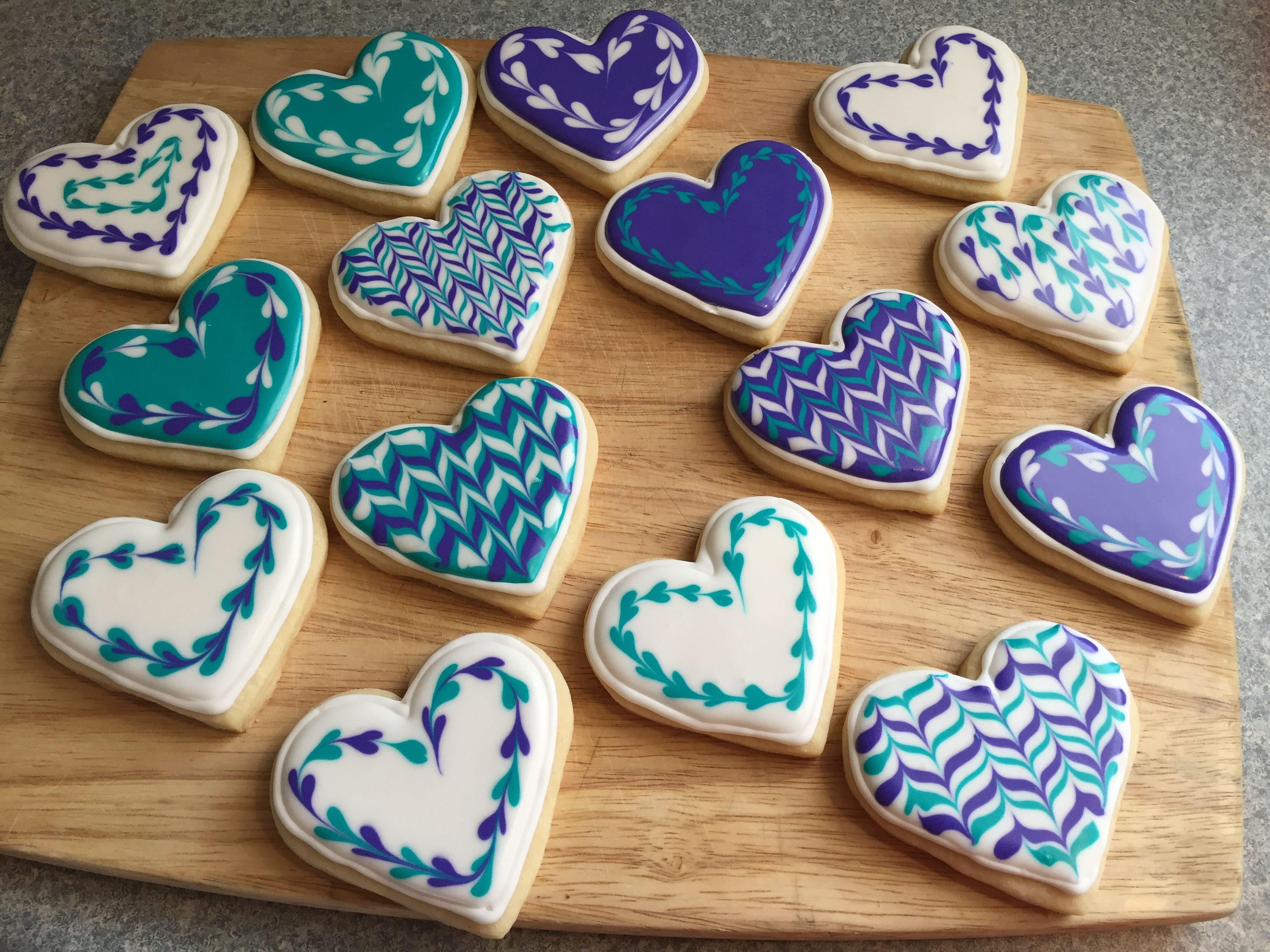 How To Make Striped Cookies Using the Royal Icing WetonWet