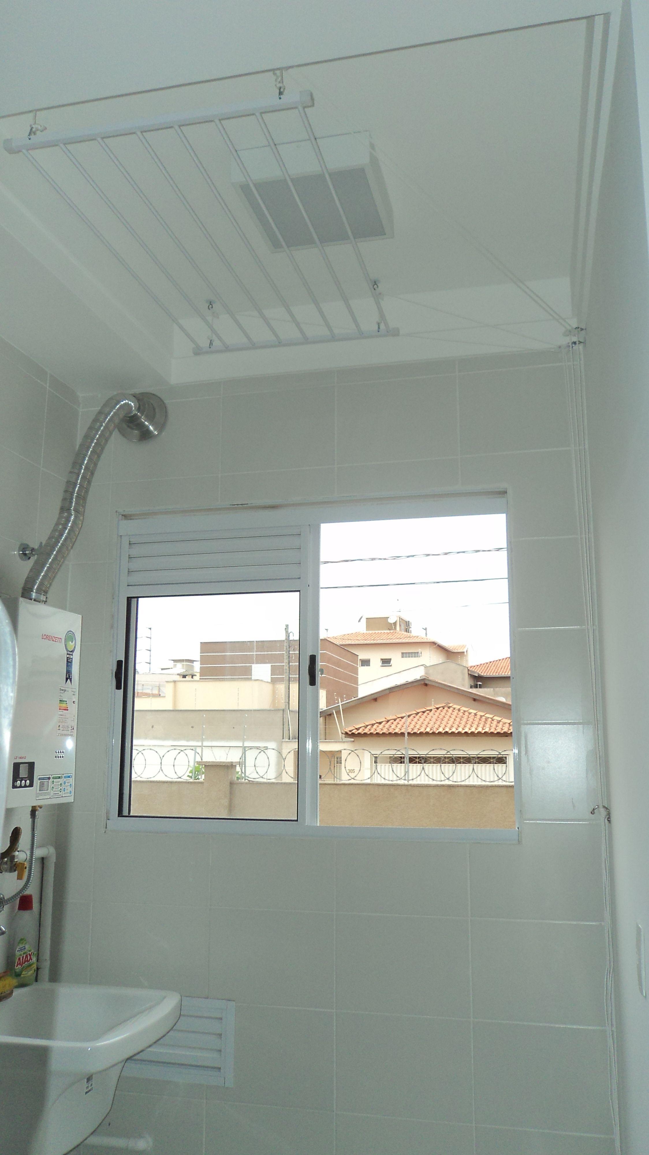 Varal tradicional de teto de 0,60 X 1,00m. O varal foi posicionado ...