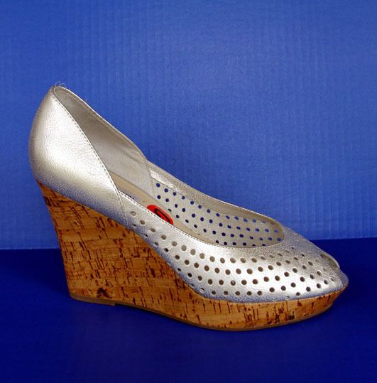 2728f845fb8 High Heel Metallic Shoes 10 Silver Peep Toe Leather Pumps Perforated  Designer  SteveMadden  PlatformsWedges  Clubwear