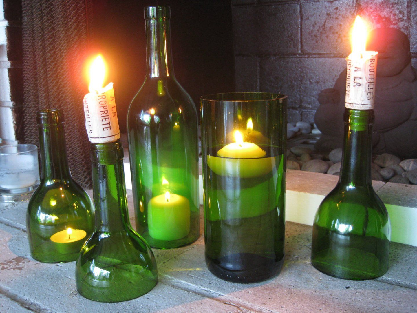 Diy wine bottle candles easy diy instructions on how to make your diy wine bottle candles easy diy instructions on how to make your own solutioingenieria Images