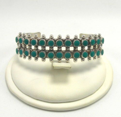 Southwestern-Style-Sterling-Silver-Cuff-Bracelet-with-Turquoise-Stones