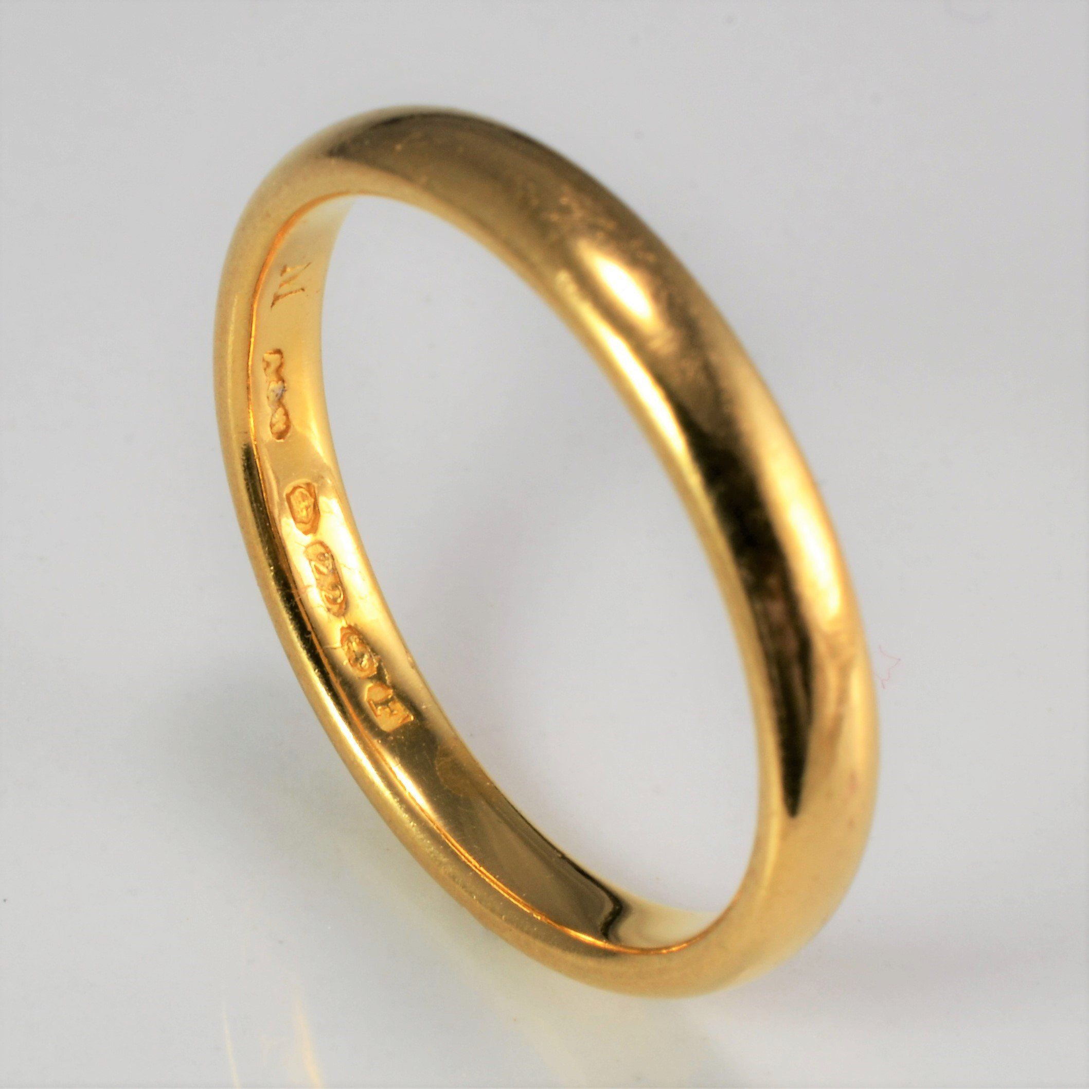 22k Gold Plain Wedding Band Sz 8 In 2020 Plain Wedding Band Plain Gold Wedding Bands Gold Wedding Band