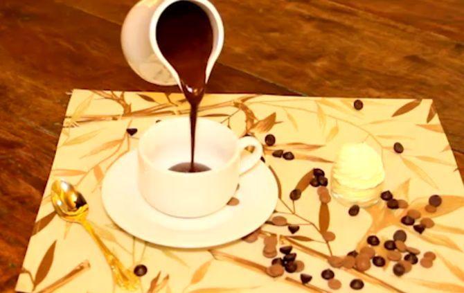 O chef Eduardo Crema, da Chokolat Chokolateria, mostra como fazer uma receita tradicional de chocolate espanhol