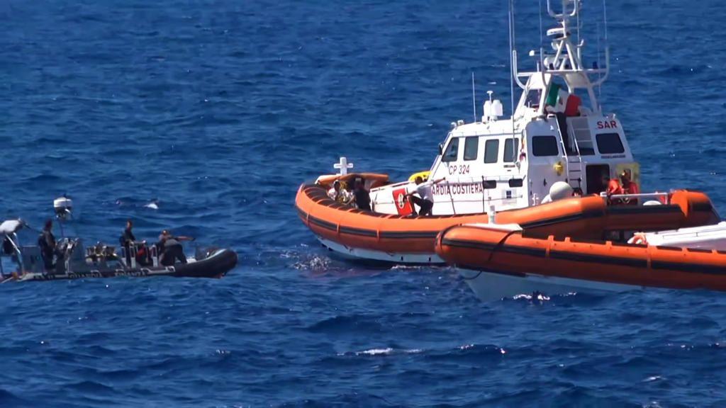 أوروبا جزر الكناري الإسبانية تشهد أكبر تدفق للمهاجرين منذ 14 عاما مونت كارلو الدولية Boat