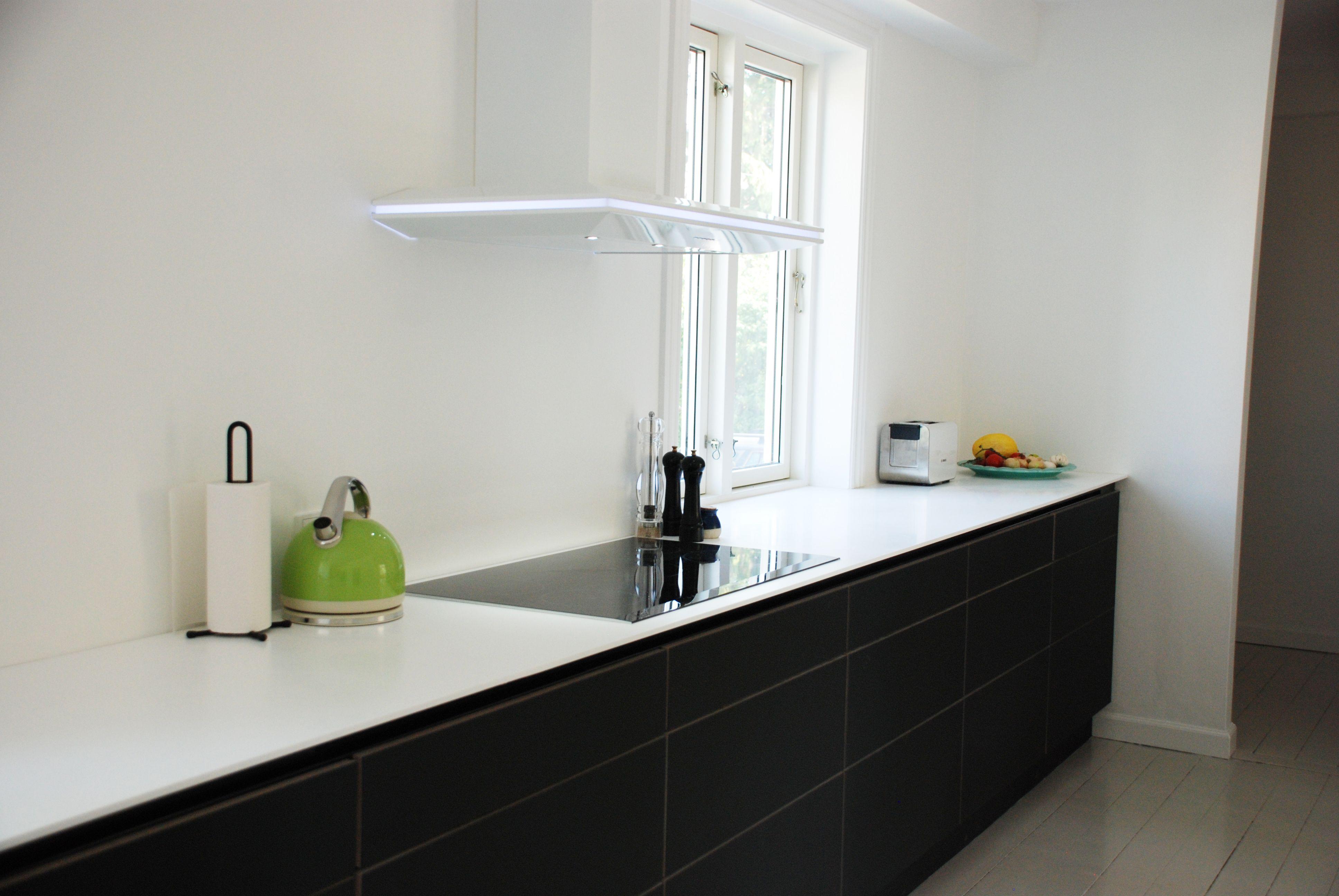 Kolon   #køkken #køkkenskab #køkkenskuffe #overflade #sort #forbo ...