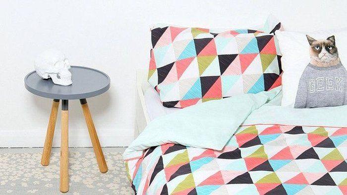 place au style graphique dans la chambre coucher d co. Black Bedroom Furniture Sets. Home Design Ideas