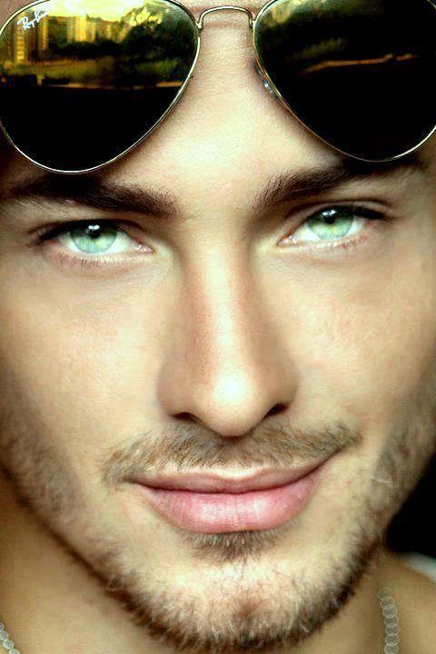 картинки мужчина с зелеными глазами глянцевая