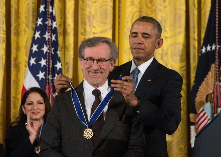 Us President Barack Obama Presents The Presidential Medal Of Freedom To Movie Director Steven Spielberg At The White Steven Spielberg Spielberg Movie Director