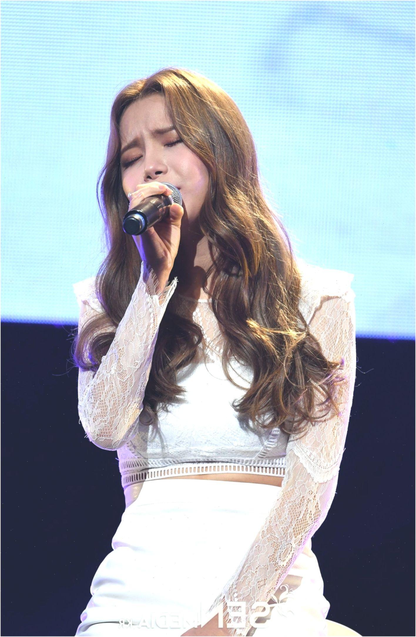 Korea Korean Kpop Idol Girl Band Gruppe Mamamoo Solars Goddess Waves Frisurenlang Koreanhairstyleslon Korean Hairstyle Long Hair Styles Korean Hairstyle Long