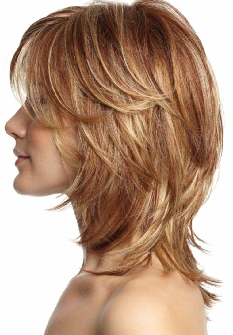 Pettinature con capelli scalati