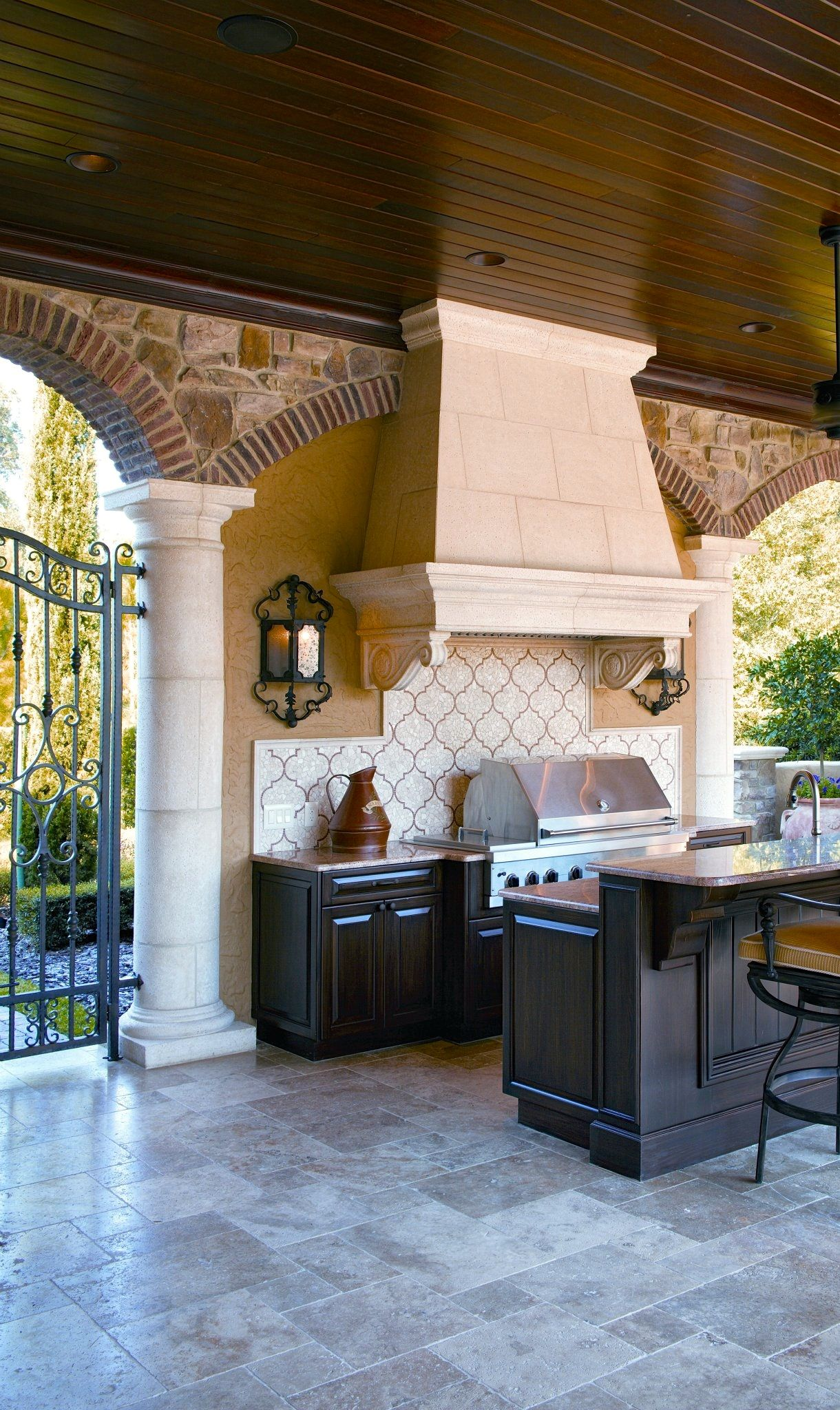 Cocoscollection Outdoor Kitchen With Large Range Hood And Tile Backsplash Nice Mix Of Col With Images Outdoor Kitchen Design Outdoor Kitchen Outdoor Kitchen Countertops