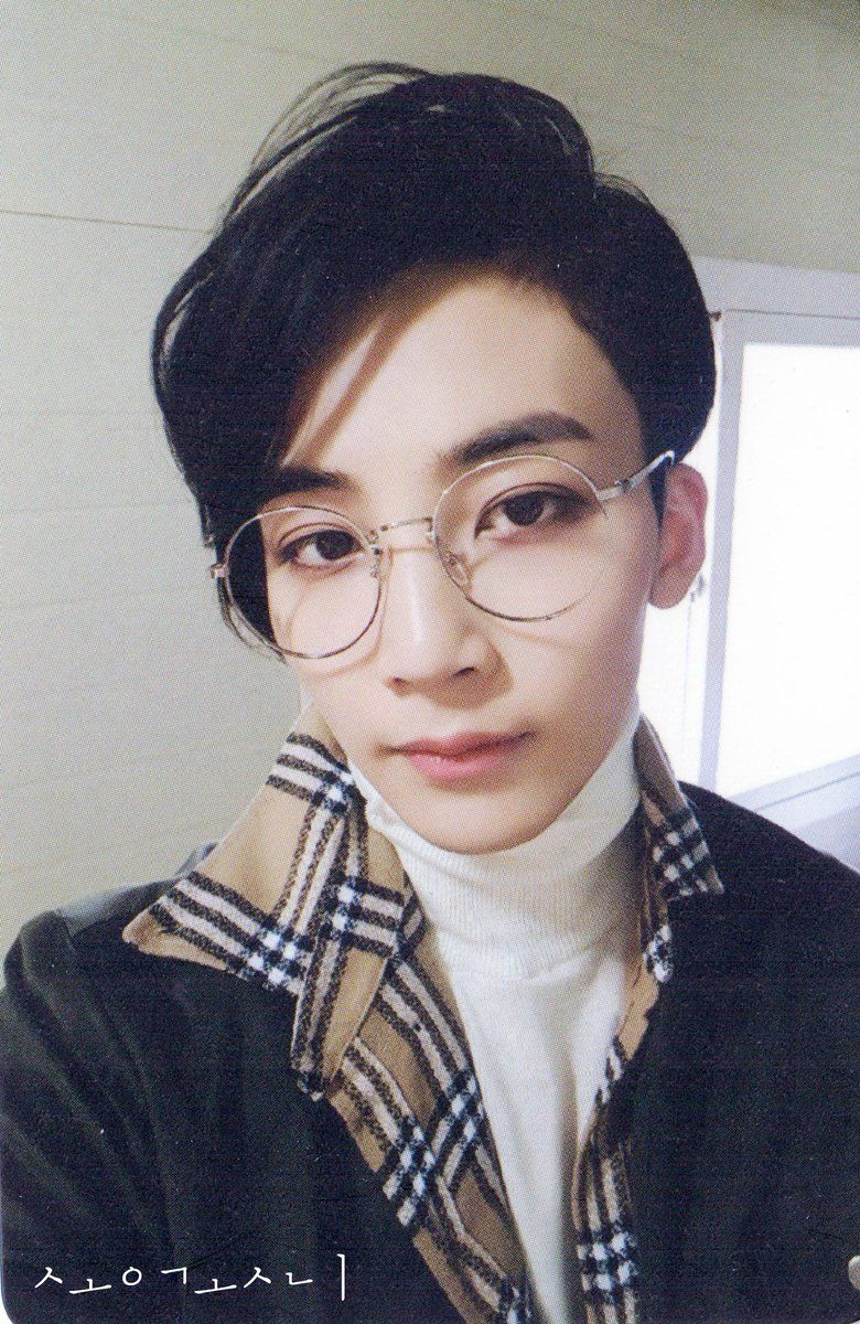 2618b29177c He looks smarticles as hell with those glasses tho