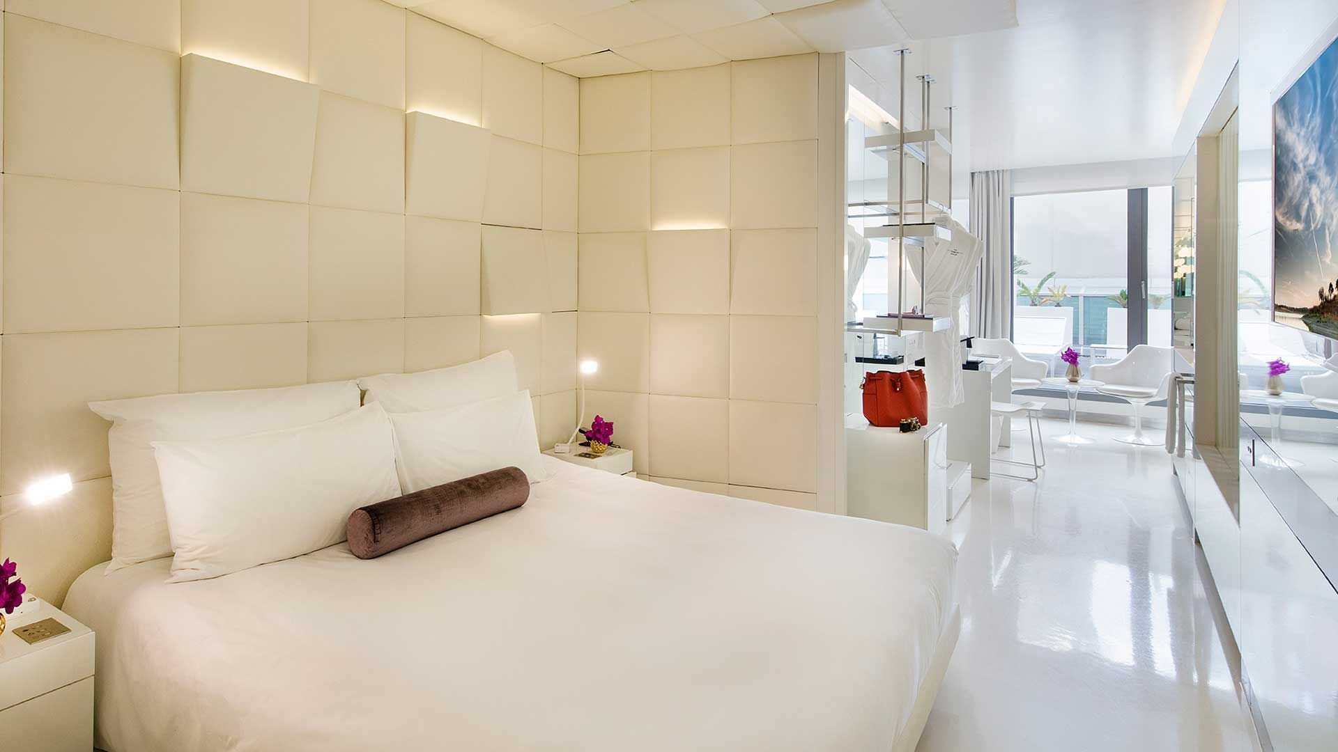The Mirror Barcelona Modern Boutique Hotel In Barcelona With