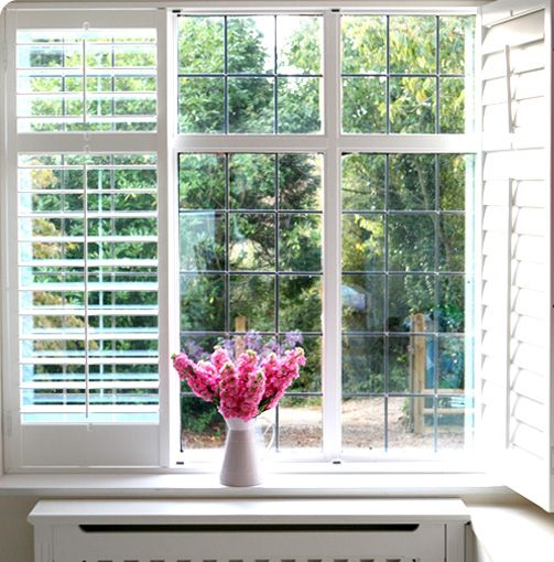 Classic Decorating Ideas For Plantation Style Homes: Plantation Shutters In Master Bathroom
