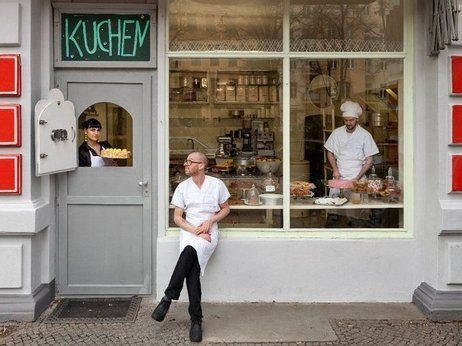 Kreuzberg S Mr Minsch Serves Up Traditional Cakes Wrapped In A New Design Kaneelbroodje Desserts Berlijn