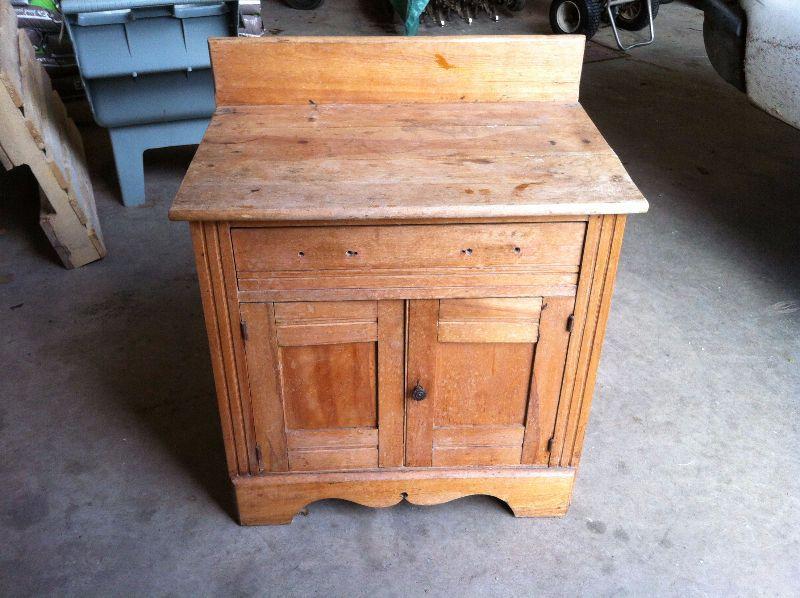 meuble antique de 40 ans en merisier massif fabriqué en 1970 2