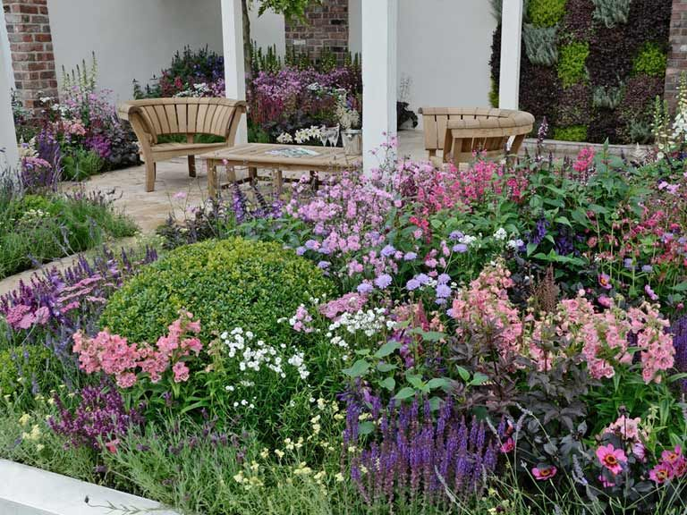 Modern courtyard cottage garden style | Cottage garden ...