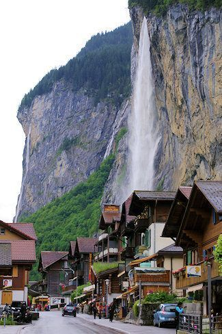 lauterbrunnen switzerland wasserfall schweiz lauterbrunnen dorf wandern anschauen. Black Bedroom Furniture Sets. Home Design Ideas