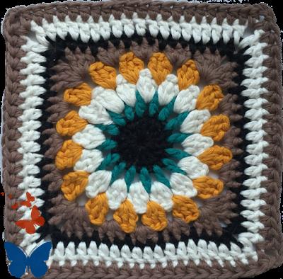 Es un bolso a Crochet muy vistoso y de un estilo que ahora se llama Boho-Chic...