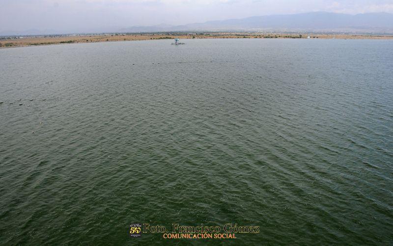 Nezahualcóyotl, Méx. 23 de abril 2013. Postal del lago Nabor Carrillo, el más grande de los depósitos acuíferos que forman parte del Proyecto Hidrológico del Rescate  del Lago de Texcoco. El sitio de orden federal, por muchos desconocido, se ubica entre la Zona Norte y el Centro de Neza.  Foto. Francisco Gómez