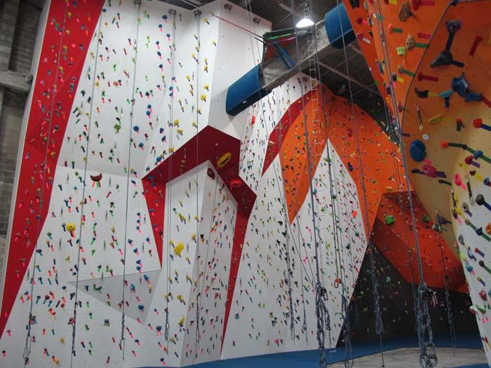 The Cliffs In Lic Won T Just Be A Climbing Center But Will Offer A Full Array Of Exercise Equipment As Wel Long Island City Skyline View No Equipment Workout