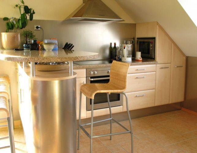 Küche-In-Dachschräge-War-das-beste-Möbel-Design-in-diesem-Jahrjpg - bilder in der küche