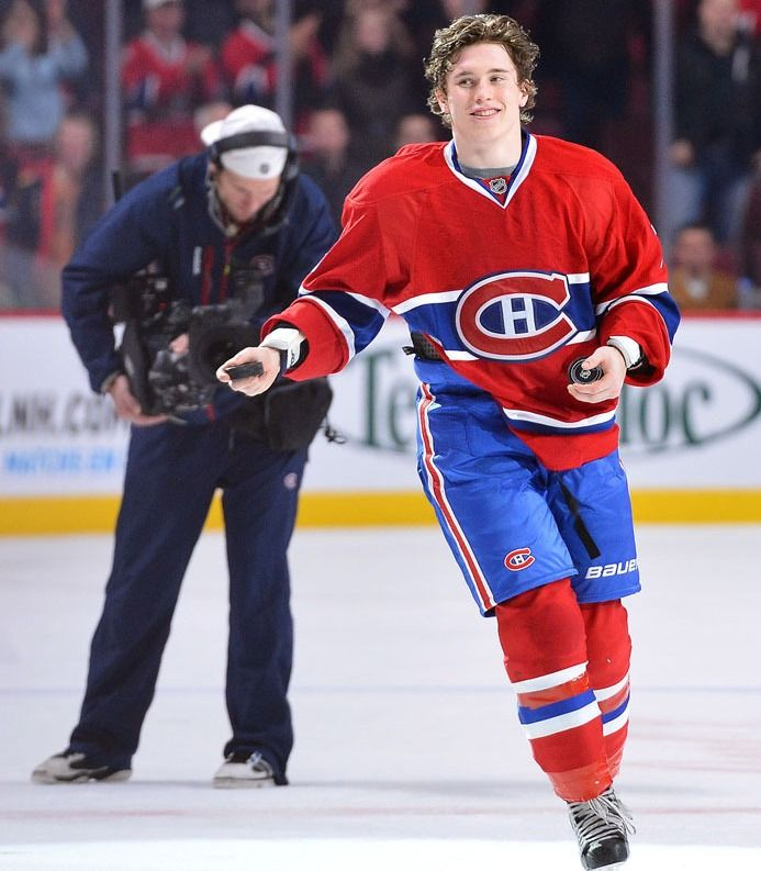 Brendan Gallagher Brought Pucks For Everyone Hot Hockey Players Montreal Canadians Nhl Hockey