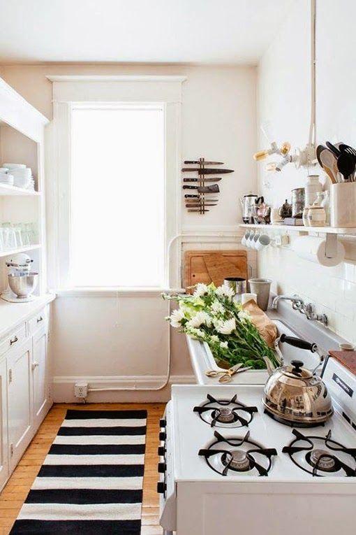 Tips Deco 5 Ideas Para Distribuir Y Decorar Una Cocina Pequeña O Rectangular Cocina Espacio Pequeño Decoracion De Interiores Decorar Cocinas Pequeñas