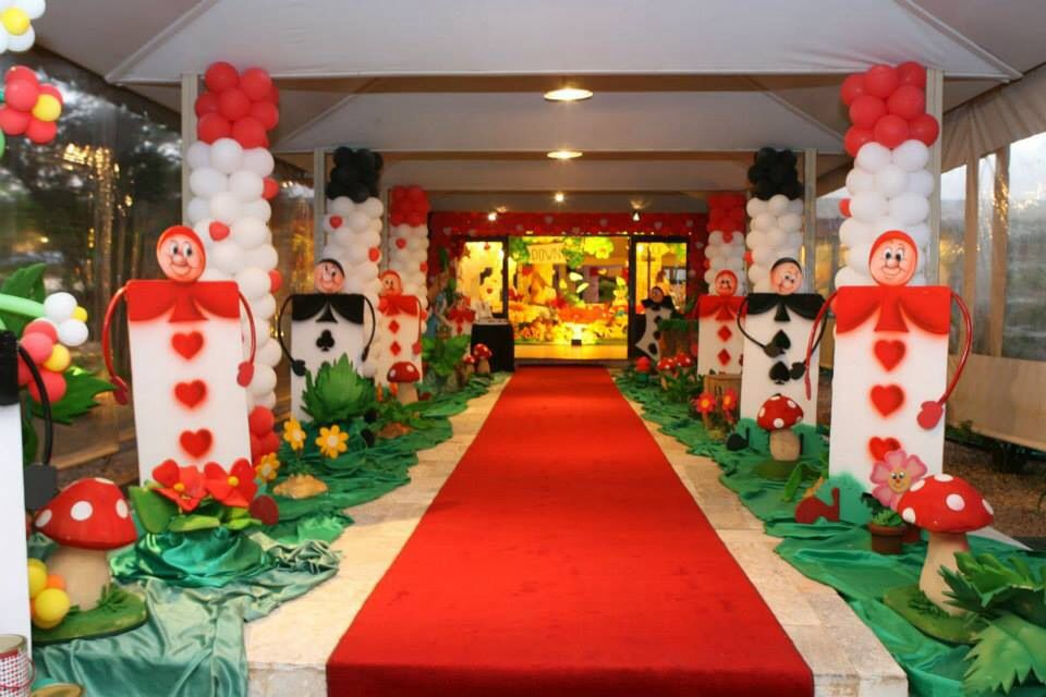 Alice In Wonderland Party Decorations Part - 25: *Alice In Wonderland - Some Of The Best Alice In Wonderland Party Decorating  Ideas Iu0027ve Ever Seen! (red Carpet That Tammy Wanted ~Dahni)